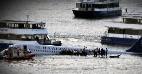 """""""Miracle on the Hudson"""" was """"life-changing,"""" captain says"""