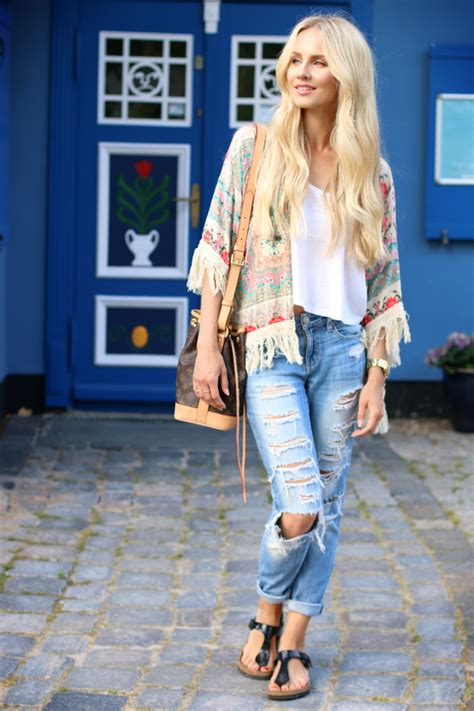 OUTFIT: Floral Tassel Kimono & Small Town Charm | Feel